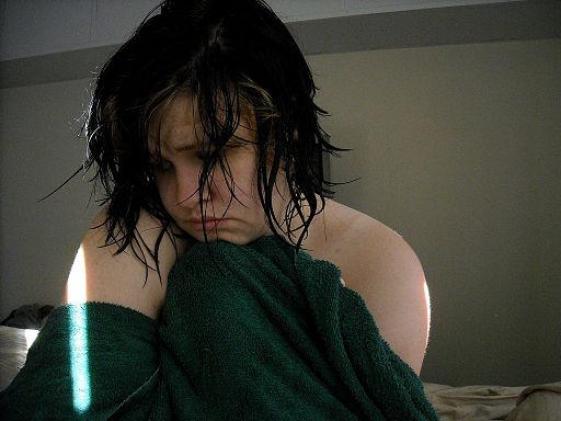 512px-Adolescent_girl_sad_0001